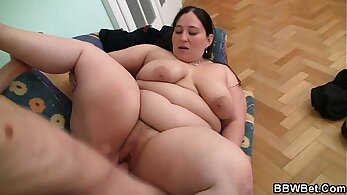 Bbw uses a giant dildo to seduce stud Laura