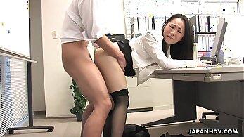 asian jisohan girl in back office fucking