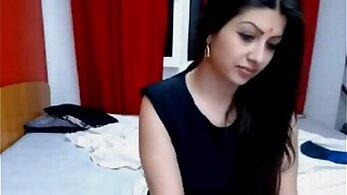 Desi Indian Webcam Model Fingering Herself