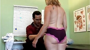 Amateur flexible looking mature shakes her ass