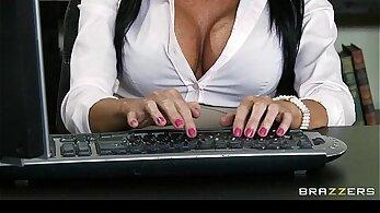 Office lesbo fucked by boss